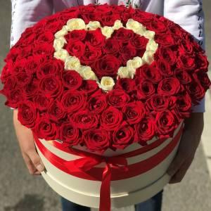 101 роза в коробке с сердцем R888