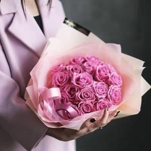 Букет 15 розовых роз в упаковке R466
