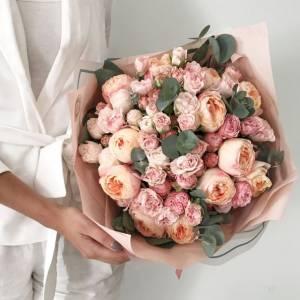 Букет нежных пионовидных роз R654